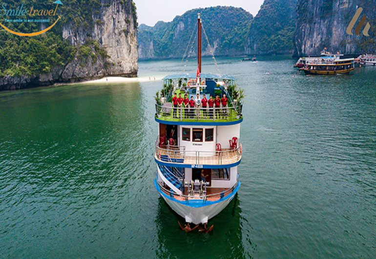 Azela-cruise-halong-bay-smiletravel