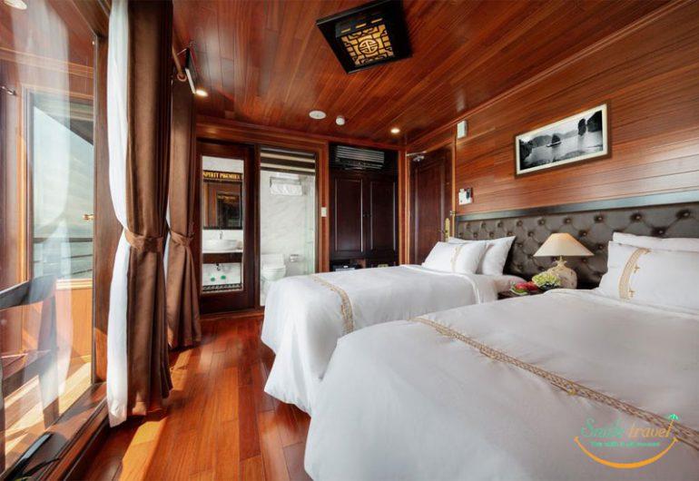 V'SPIRIT PREMIER CRUISE 베트남 하롱 베이의 웅장 함이 V'Spirit Premier Cruise의 목재 데크에서 펼쳐집니다, 모든 코너가 가장 순수한 아트웍의 새로운 각도 인 곳. 우리는 Halong Bay의 새로운 럭셔리 크루즈로 베트남 고향 북동쪽 구석에있는 전통과 환경의 시적 결혼입니다.. 전국 최고의 재료로 제작, V'Spirit 프리미어 크루즈는 베트남의 정수입니다, 타 버린 나무와 격렬한 돛으로 구현, 혁신에서와 같이 전통에서 가파른 크루즈로 나타남.